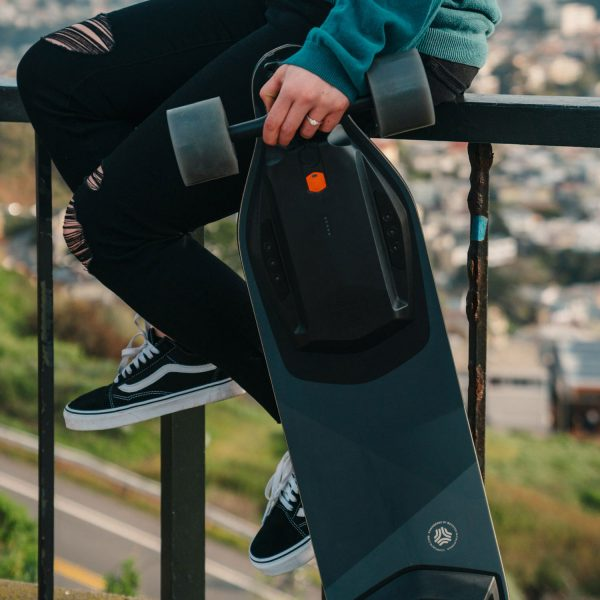 Boosted Board Stealth (refurbished) Own the streets like you made them with the Boosted Board Stealth. The Boosted Board Stealth is the top-tier electric skateboard on the market right now. With a top speed of 38 km/h and range up to 21 kilometers the Boosted Board Stealth is up to anything.  This is a refurbished board, verified, cleaned and tested by Boosted.  Range:21KM Top Speed: 38KM/U Highlights: Extended Range, Build quality, Speed.