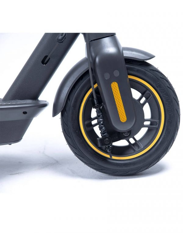 Segway Ninebot MAX G30 The Segway Ninebot KickScooter MAX G30 is another variant of the Segway ES1, ES2 and ES4. This upgraded version of the KickScooter from Segway has pneumatic tires for a smoother driving experience. The Max can run at 25 km / h and has a range up to 65 km!
