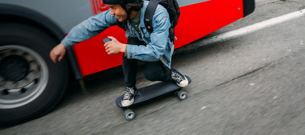 The best stash and go electric skateboards If you want to move around the city quickly, you don't want to think about storage space at your destinations or having to do heavy lifting when your carrying your board indoors. This is why we are such a big fan of so called Stash and Go electric skateboards, often referred to as Mini's.