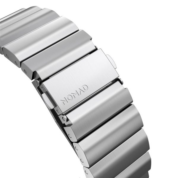 Nomad Apple Watch strap – Titanium – Black – Silver Designed for Apple Watch, Titanium Band has been engineered to be as light as possible while giving you the confidence of a high-end metal link bracelet. Leveraging the qualities of high-grade titanium, this is our strongest strap to date. Built with our custom lugs, this lightweight and robust strap can withstand the roughest of conditions.       Titanium links and buckle  Brushed silver finish  Custom stainless steel lugs  Tool included to adjust length